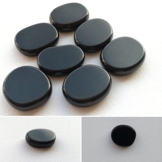 Mustast obsidiaanist teraapiakivi